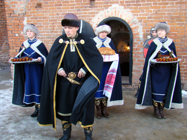 "Kolomna. Ceremony with ""bread and salt"" near the Kremlin walls"